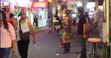 shemale ladyboy Pattaya Thiland walking Twin carriageway horny