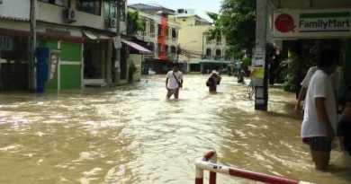 Pattaya Ueberschwemmung ( Panasonic HDC-TM900 )