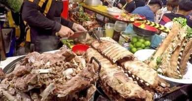 Most effective Bangkok Street Food in Ratchada Rot Fai Convey Night time Market, Thailand