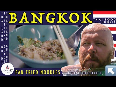 Meet the QUEEN of PAN FRIED NOODLES (Bangkok, Thailand) | GH5