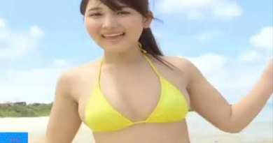 pupil with yellow swimsuit refresh on Pattaya seaside | XU XU