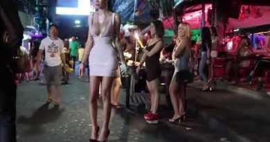 Pattaya walking facet road ladies