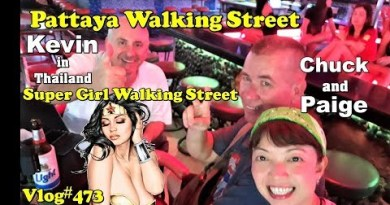 Pattaya, Bright Lady Walking avenue