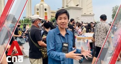 Protesters in Thailand concept handy letter to King asking for reform