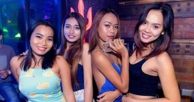 Hot Ladies Walking Avenue Pattaya Nightlife 2020 Freelancer/ Walking Avenue Thailand/Hot Ladies