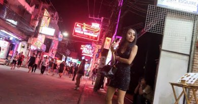 Pattaya Seaside Street Women-41