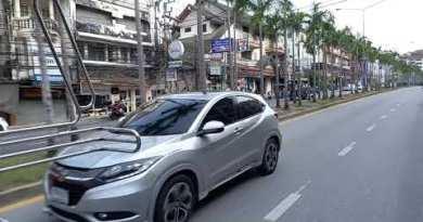 Creep a songthaew from Jomtien Shoreline to Pattaya Shoreline, Thailand