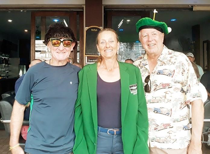 B flight winner Helene Lindberg with John Coetzee (L) and Tip Briney (R).