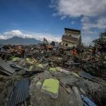 2000 dead, 5000 missing after Indonesia tsunami