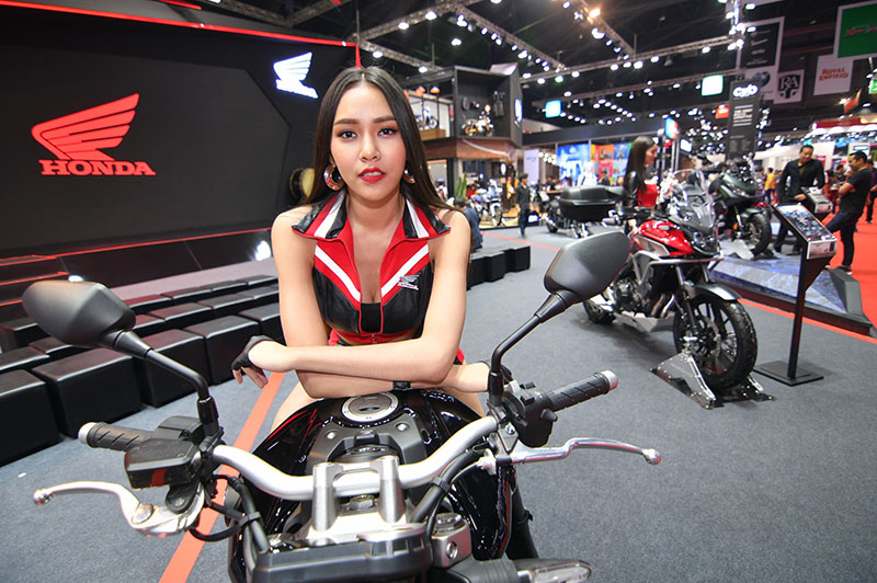 ARE SEXY PRETTIES RETURNING TO MOTOR SHOWS? Sick of seeing motor show models wear traditional Thai costumes? Then 2019 may be your year.