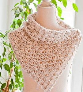 Broomstick Lace Cowl Free Crochet Pattern