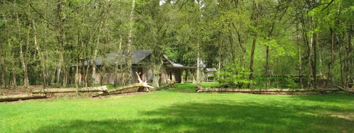 Vanaf het bos is er een foto genomen van het buitencentrum de Voshaar. Architect Enschede Markelo Hengelo Haaksbergen Almelo Oldenzaal Borne
