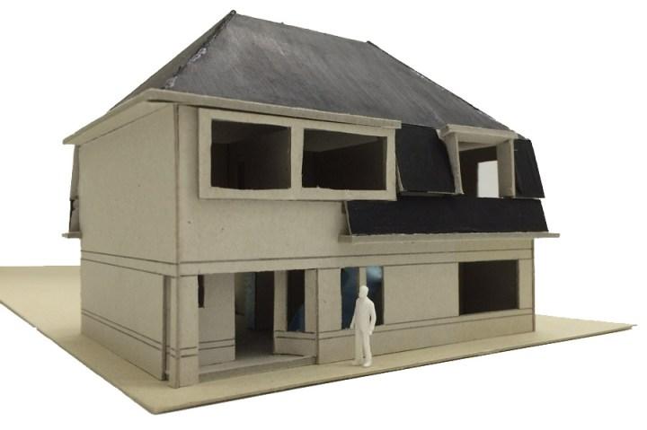 Renovatie woning Beckumerstraat te Boekelo uit grijs karton gesneden maquette, het dak is zwart geschilderd voor het accent. Een wit poppetje bewonderd de maquette. Architect Enschede Markelo Hengelo Haaksbergen Almelo Oldenzaal Borne