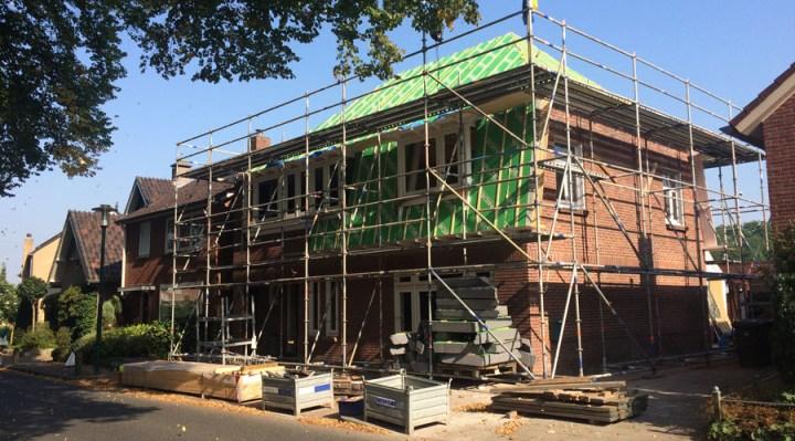 Renovatie woning Beckumerstraat te Boekelo staat in de steigers de groene dakisolatie platen zijn aangebracht. Architect Enschede Markelo Hengelo Haaksbergen Almelo Oldenzaal Borne