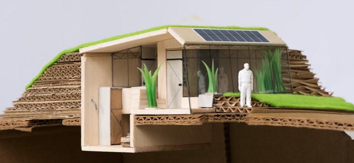 Een maquette van de Tiny House prijsvraag Enschede, bestaande uit karton, balsahout. De maquette is opengesneden aan de zijkant zodat je ook goed de badkamer en de slaapplaats kan zien. Architect Enschede Markelo Hengelo Haaksbergen Almelo Oldenzaal Borne