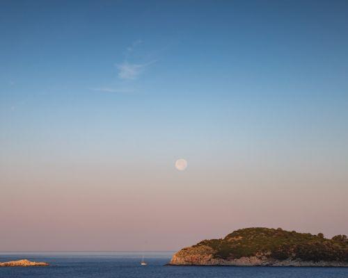 Moon rise / sun set