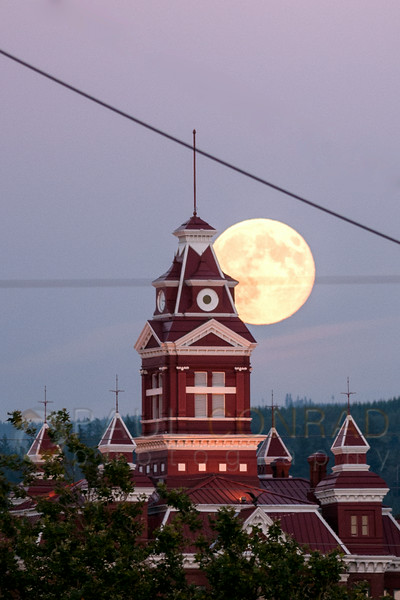 © Paul Conrad/Pablo Conrad Photography - The super perigee Moon rises over the Whatcom Museum in Bellingham, Wash., on Sunday evening August 10, 2014.