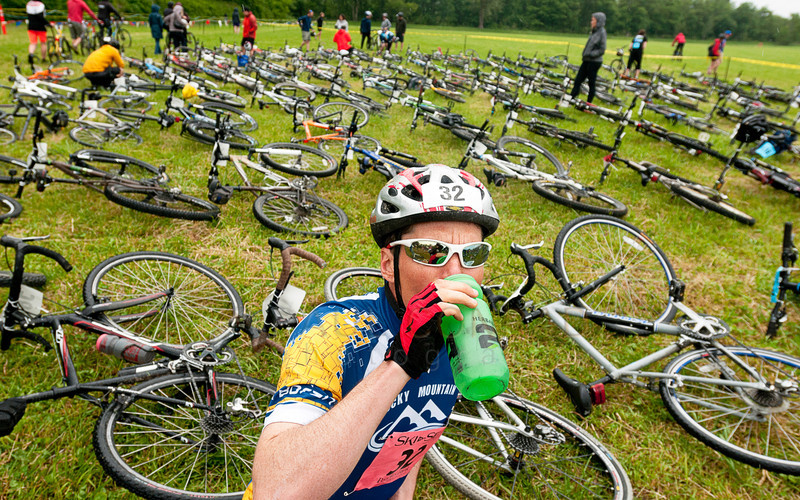 © Paul Conrad/The Bellingham Herald - Ian Murray of Canmore, Alberta, hydrates prior to the start of the mountain biking leg of the 2014 Ski to Sea Race on Sunday, May 25, 2014 in Ferndale, Wash.