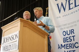 Governors Bill Weld & Gary Johnson at rally in SLC, Utah