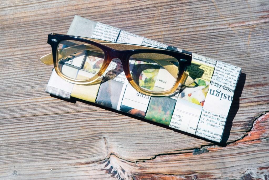 Brillenetui aus Zeitungspapier von Transformate