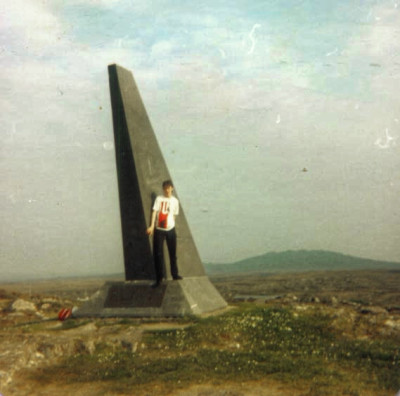 19850515-004-ie-leenane-school_trip-mchughmonument_dxo