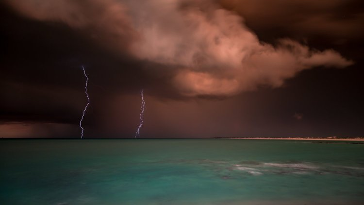Cable beach lightning strike broome