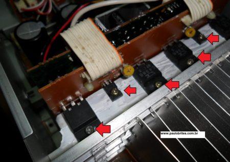 Transistores de saida montados no dissipador