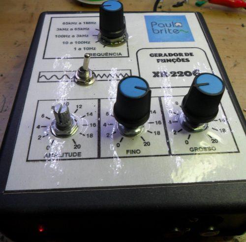 Montagem customizada do gerador de funções com XR 2206