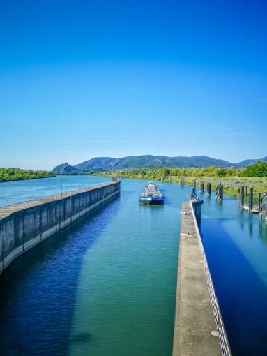 Fluviul Ron barja ecluză