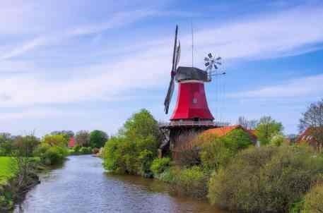 Greetsiel Rote Muehle - Greetsiel red windmill 02