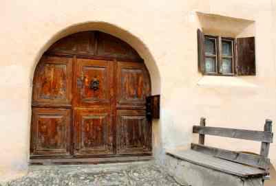 Eingang traditionelles Engadinerhaus