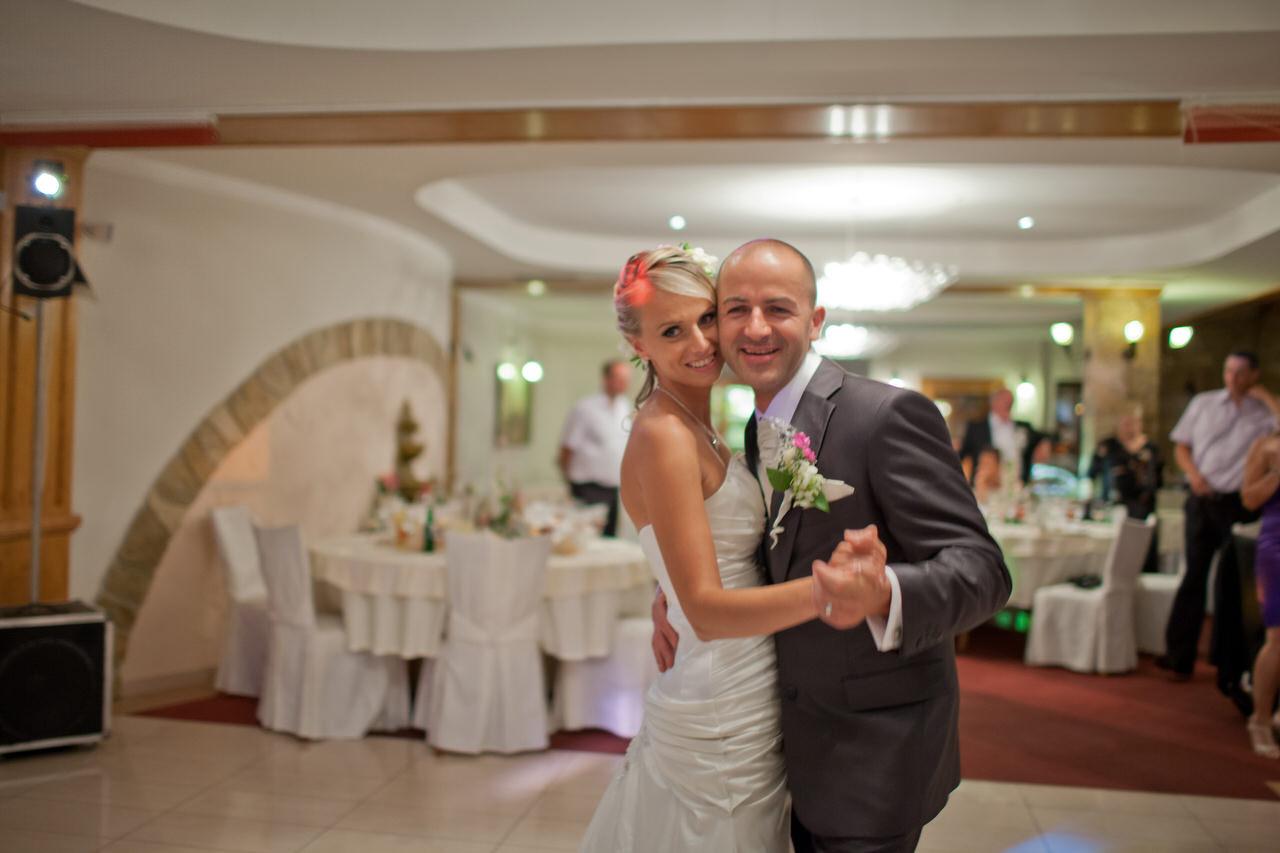 Richtig schön bei Ihrer Hochzeitsfeier ist die Stimmung am frühen Morgen. Foto: Katarina Hoglova/Shutterstock.com