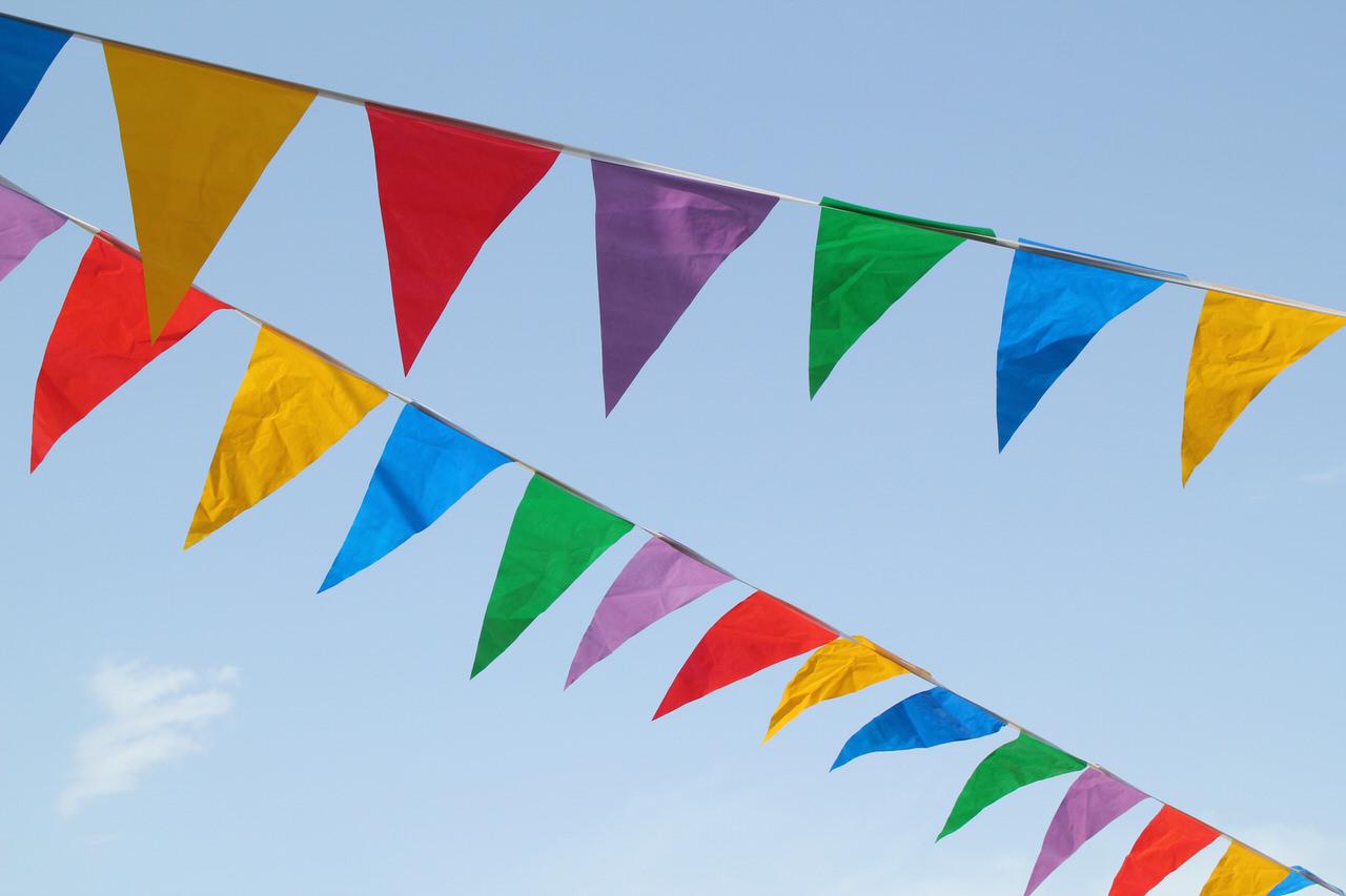 Ein tolles Sommerfest bleibt allen lange in schöner Erinnerung. Foto: Erik J/Shutterstock.com