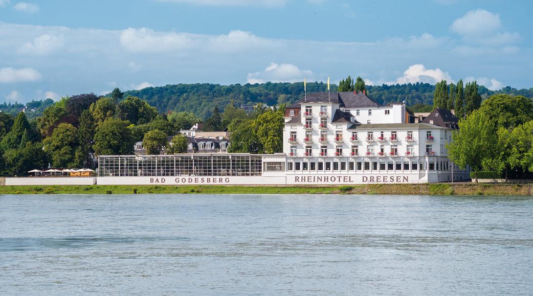 Das Rheinhotel Dreesen von Niederdollendorf aus gesehen. Foto: Rheinhotel Dreesen