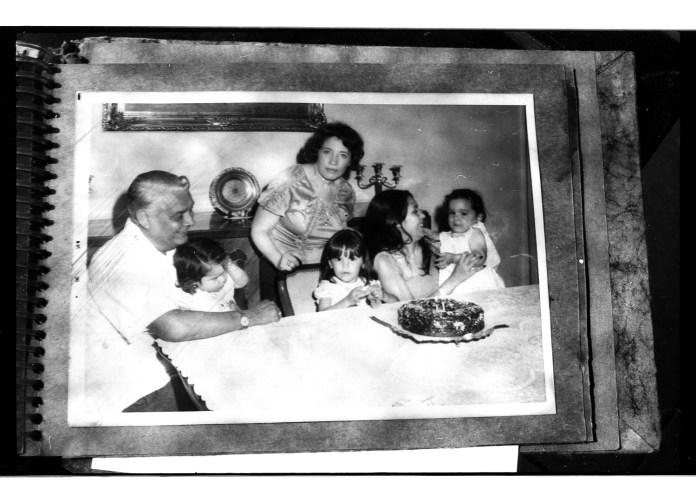 Una de las fotografías que componen el álbum de fotos familiares de Ana. Autor: Mauricio Centurión.