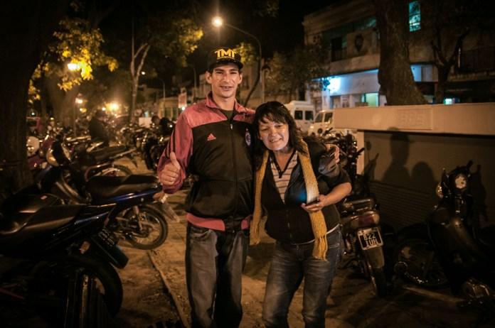 Y afuera te cuidan la moto. Foto: Mauricio Centurión.