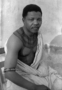 Nelson Mandela como líder tribal.