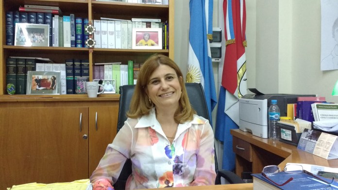 """""""Mi prioridad es satisfacer el deseo, la necesidad y la voluntad del niño de tener una familia"""", sostiene la magistrada y docente de la UNL."""