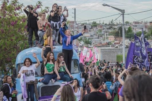 Pilmayquén Passerini hizo la foto de tapa de la edición dedicada al Encuentro Nacional de Mujeres, que contó con las notas especiales de Victoria Stéfano y Mariángeles Guerrero , más la cobertura de Luciana Ghiberto y Mariela Flores.