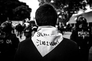 También registramos en ese 13 de junio la pequeña multitud antiderechos que se congregó en cercanías del Congreso. Foto: Mauricio Centurión.