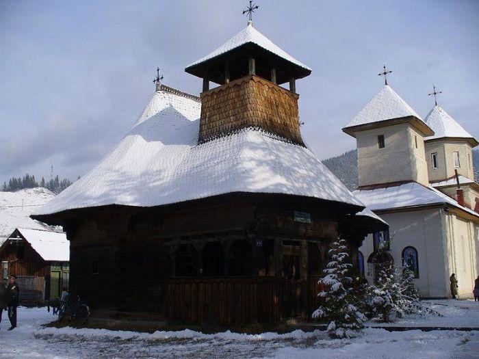 800px-biserica_de_lemn_din_brosteni