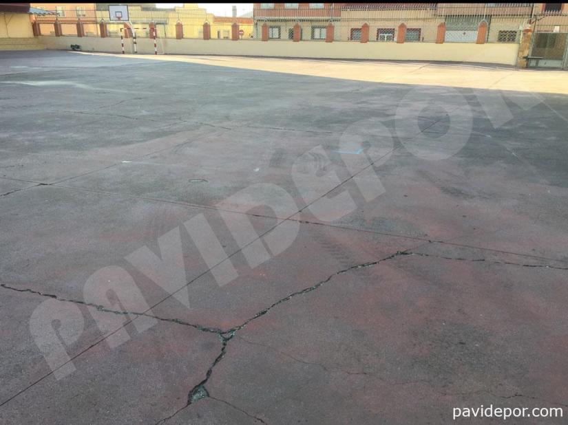 Grietas en pavimento de colegio San Vicente de Paul, de Benavente, Zamora