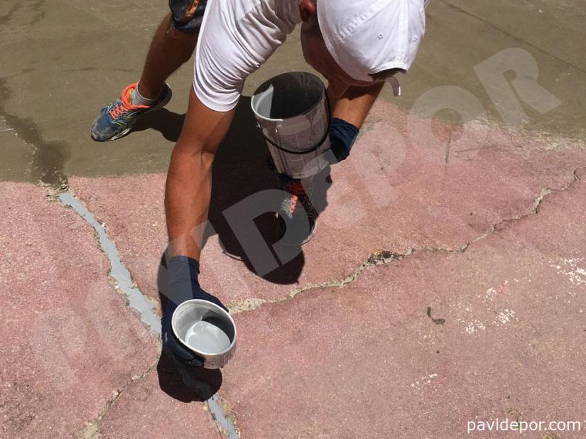 Reparación de grietas en pavimento de colegio San Vicente de Paul, de Benavente, Zamora