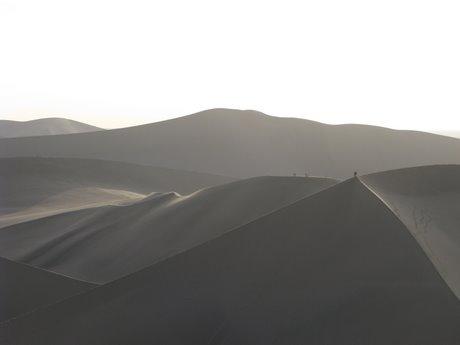 Dunhuang - pustynia, wielbłądy ibuddyjskie groty 22