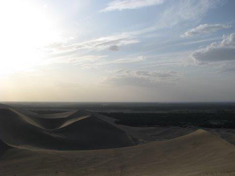 Dunhuang - pustynia, wielbłądy ibuddyjskie groty 23