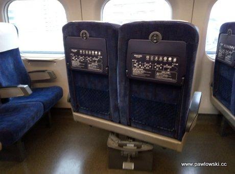 Genialnie zaprojektowane fotele w pociągach - jedziemy zawsze przodem 1