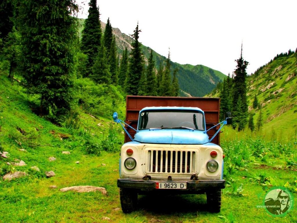 Ciężarówka w górach