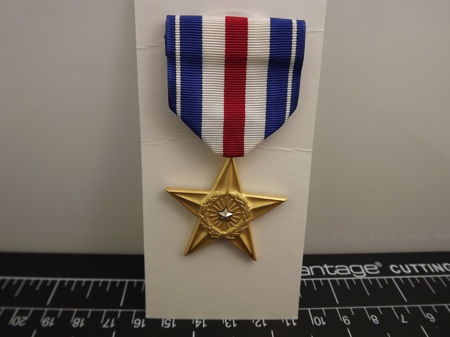 SILVER STAR REGULATION MEDAL US ARMY MARINES NAVY AIR FORCE USCG RIBBON PIN UP 1