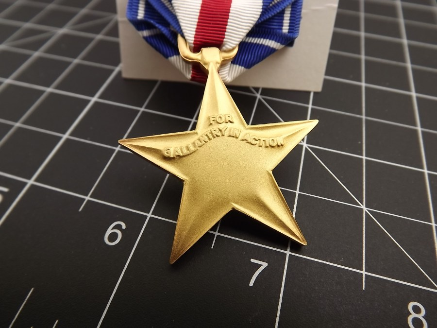 SILVER STAR REGULATION MEDAL US ARMY MARINES NAVY AIR FORCE USCG RIBBON PIN UP 2