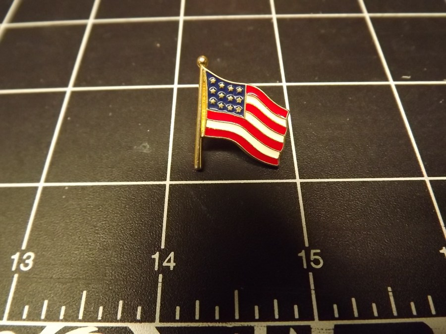 American Flag Lapel Pin Made with Yellow Metal Brand-New 1
